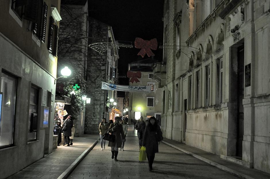 Božićni ukrasi,rasvjeta koja neradi (Foto: Žeminea Čotrić / Antena Zadar)
