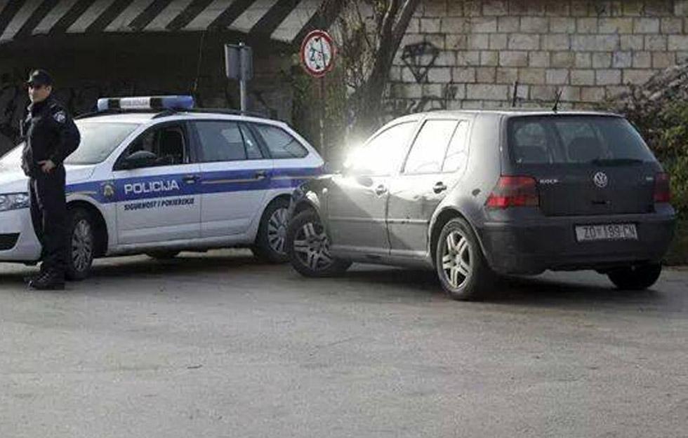 Renov automobil i policija