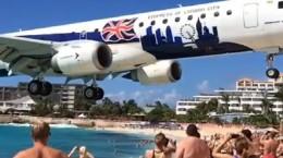 Zrakoplov blizu plaže