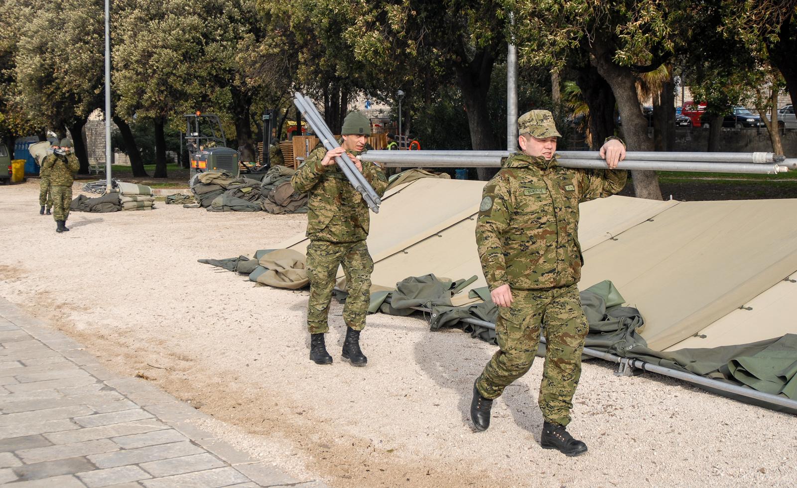 Vojska kao vojna organizacija se fokusira na problematiku vanjskog ugovaranja.