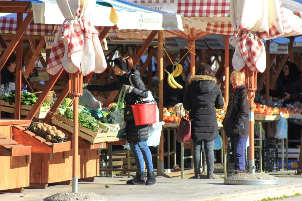 Božinović najavio moguće otvaranje trgovina unutar tržnica